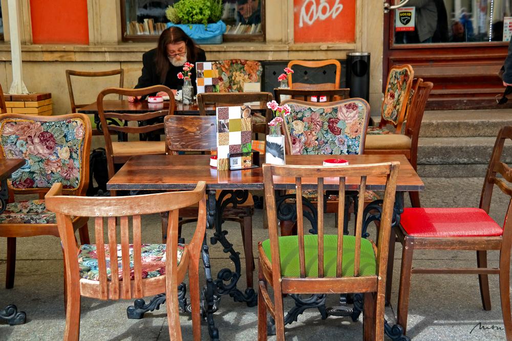 Lesevergnügen im Café | Polen | 2016